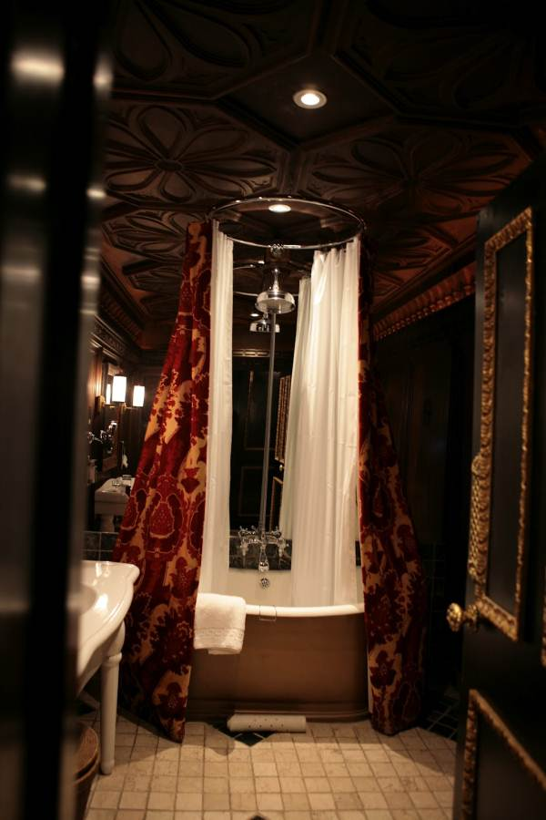 Image of: Wonderful Lux Gothic Bathroom Decor