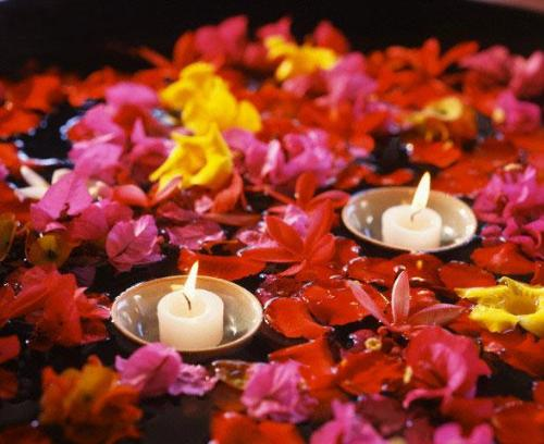 Image of: Floating Candles FLower Decoration