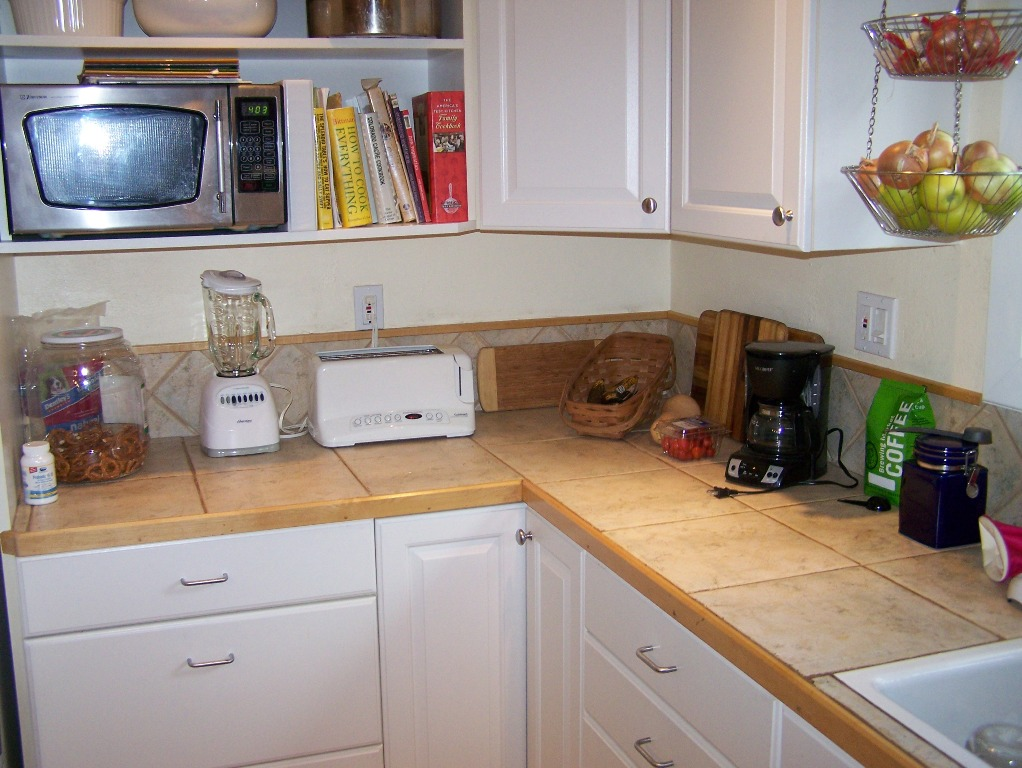 Image of: Organize A Small Apartment Kitchen