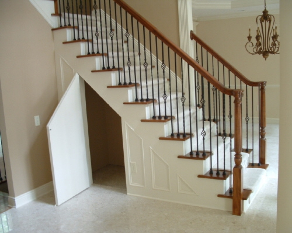 Image of: 10 Ways To Use Space Under Stairs