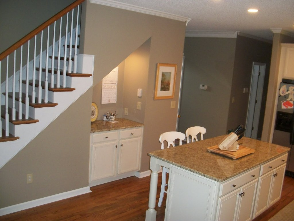 Image of: Craft Nook Space Under Stairs