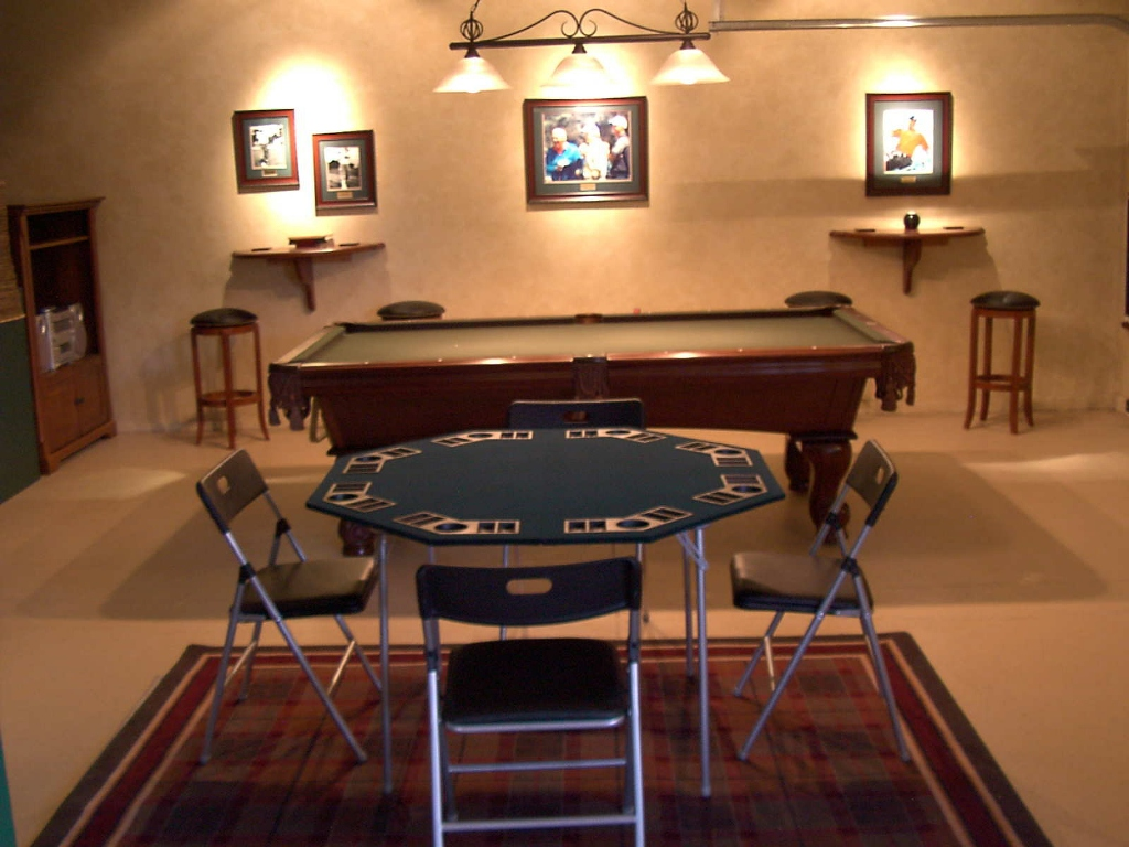 Image of: Decor For Billiard Room