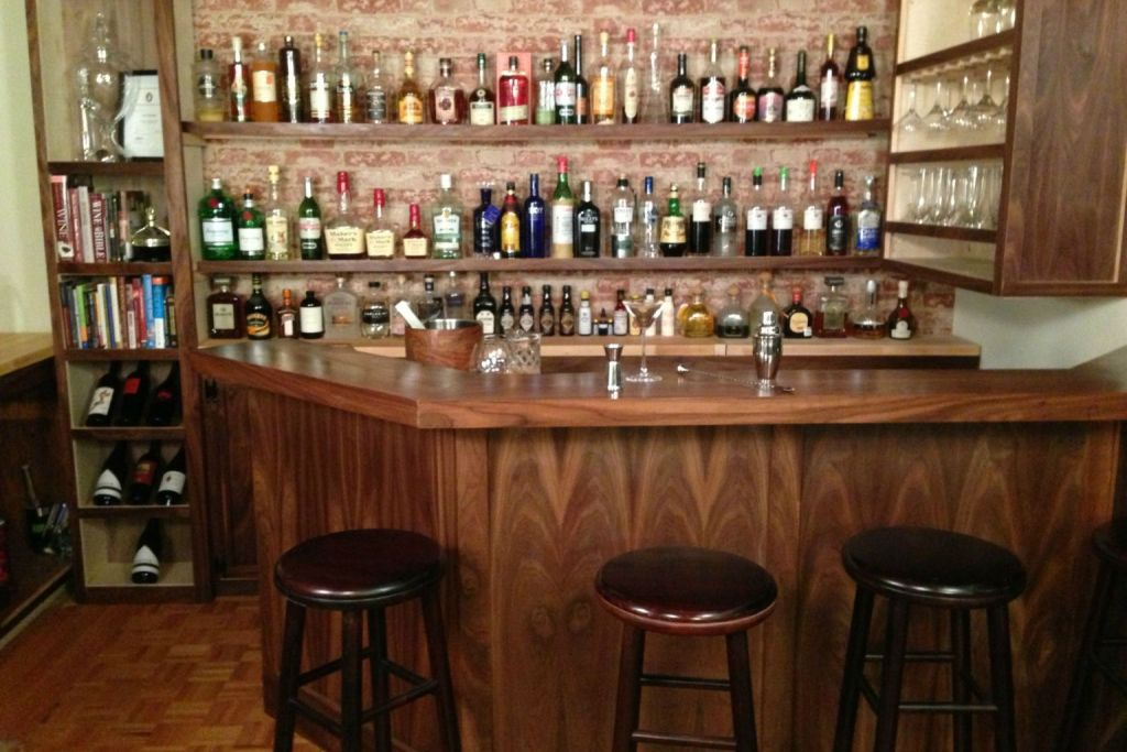 Image of: Home Bar Decorating Ideas