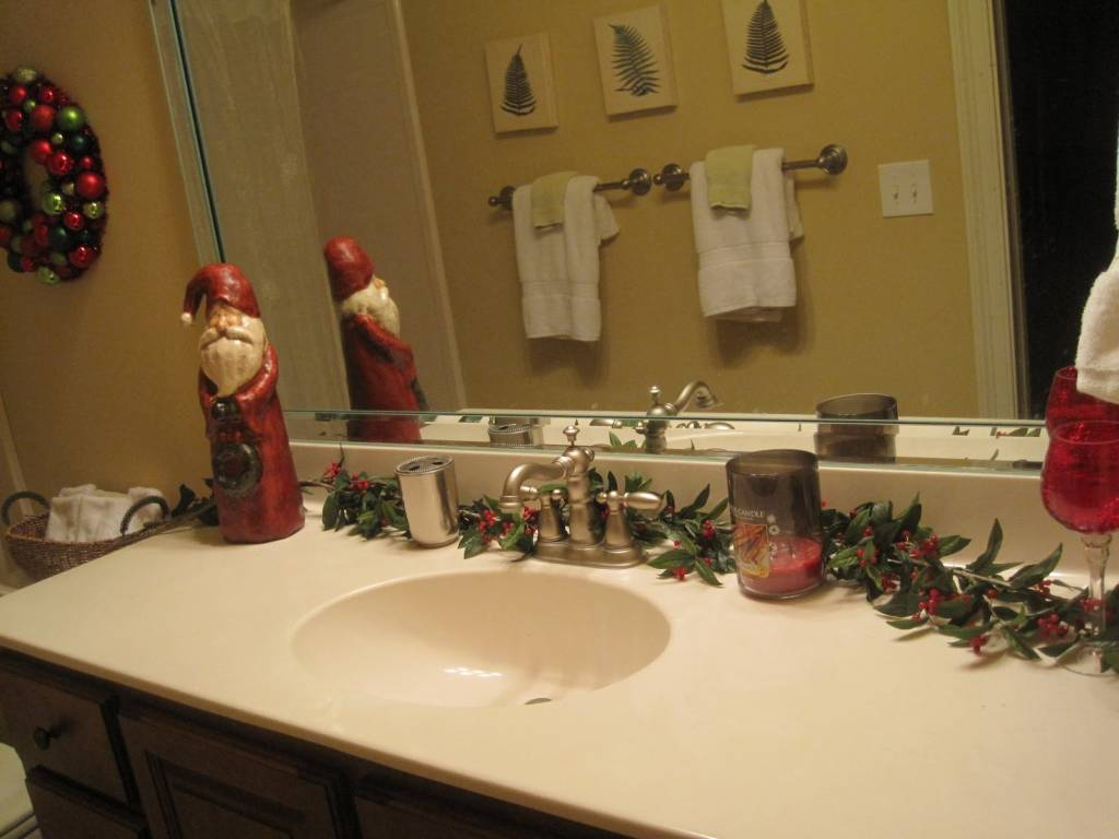 Image of: How To Decorate A Bathroom Vanity