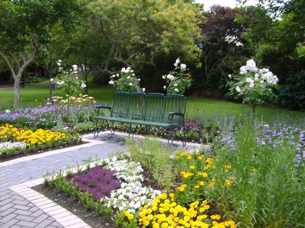 Image of: Picture Of Simple Minimalist Garden Design Ideas