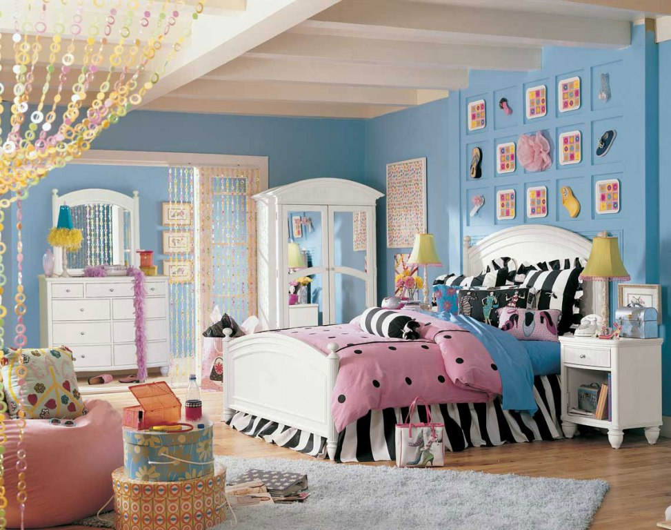 Image of: Blue And Pink Bedroom Walls