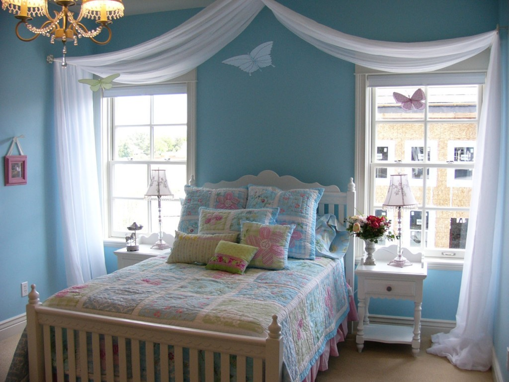 Image of: Grey Pink And Blue Bedroom