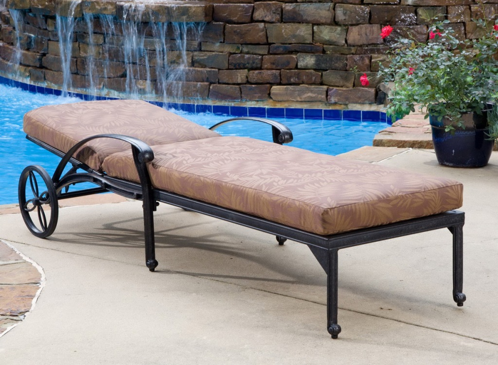 Image of: Outdoor Lounge Chair With Canopy