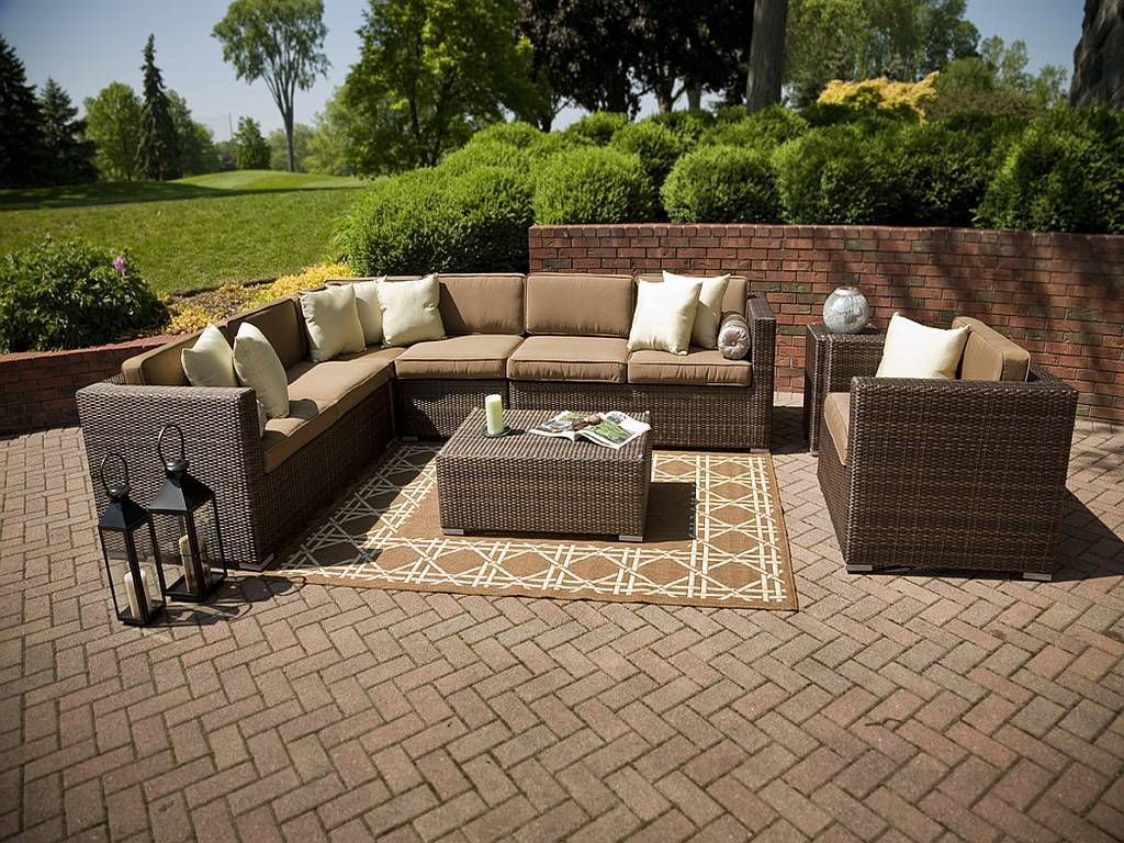 Image of: Outdoor Patio Furniture Clearance