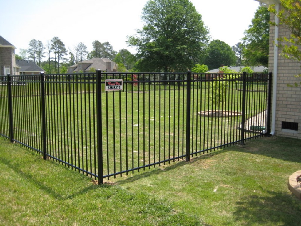Image of: Black Aluminum Fence Manufacturers