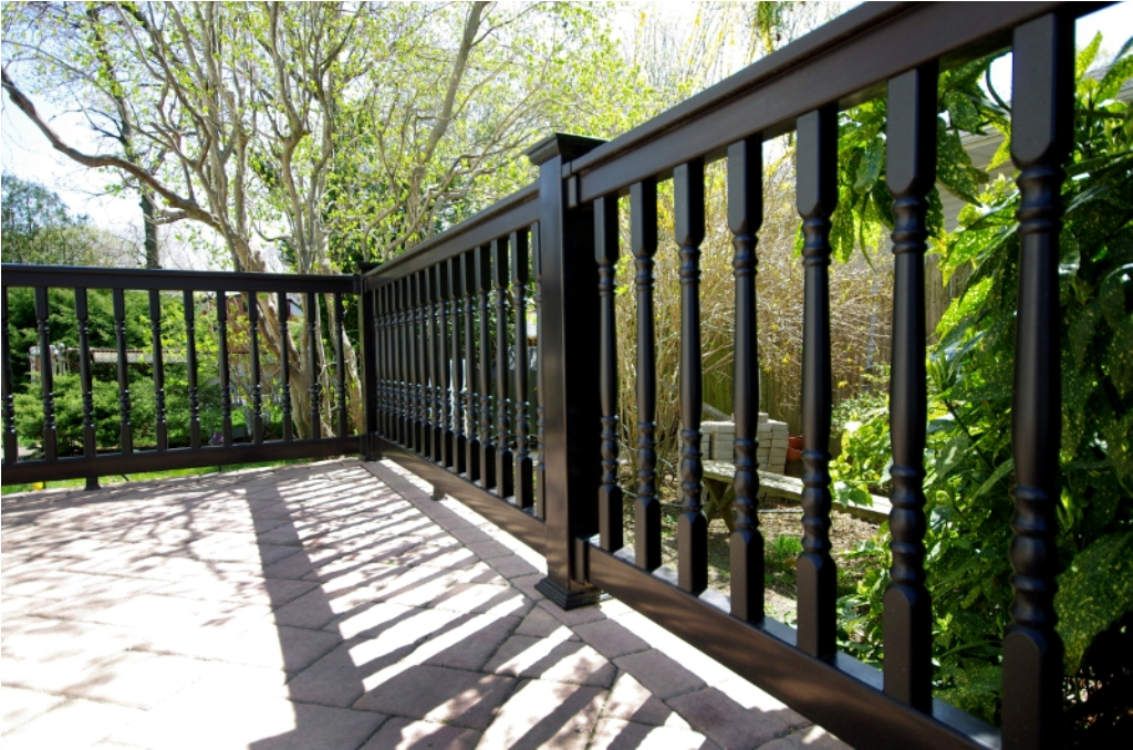 Image of: Black Vinyl Fence Cost