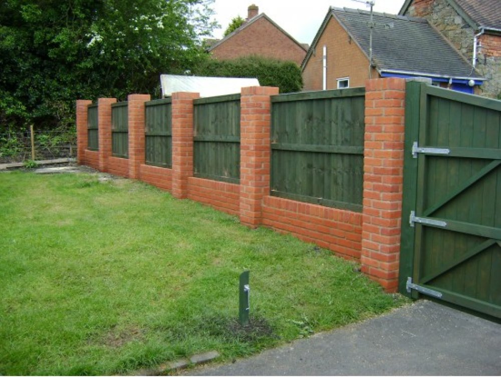 Image of: Brick Fence Home