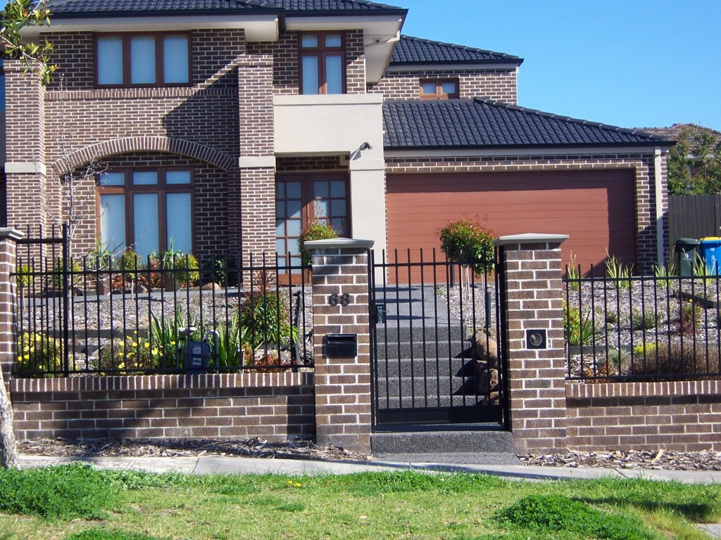Image of: Brick Fence House