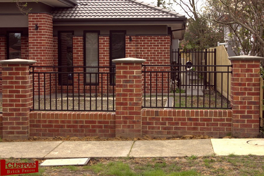 Image of: Build Brick Fence