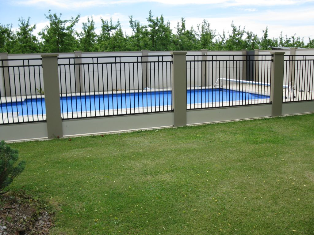 Image of: Build Pool Fencing Ideas