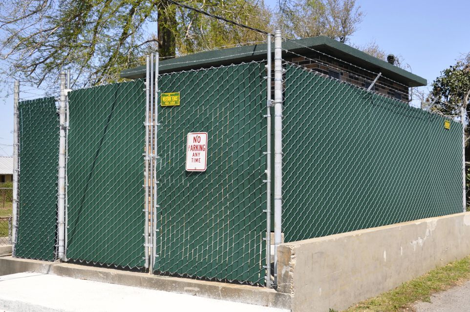 Image of: Chain Link Fence Privacy Slats Design