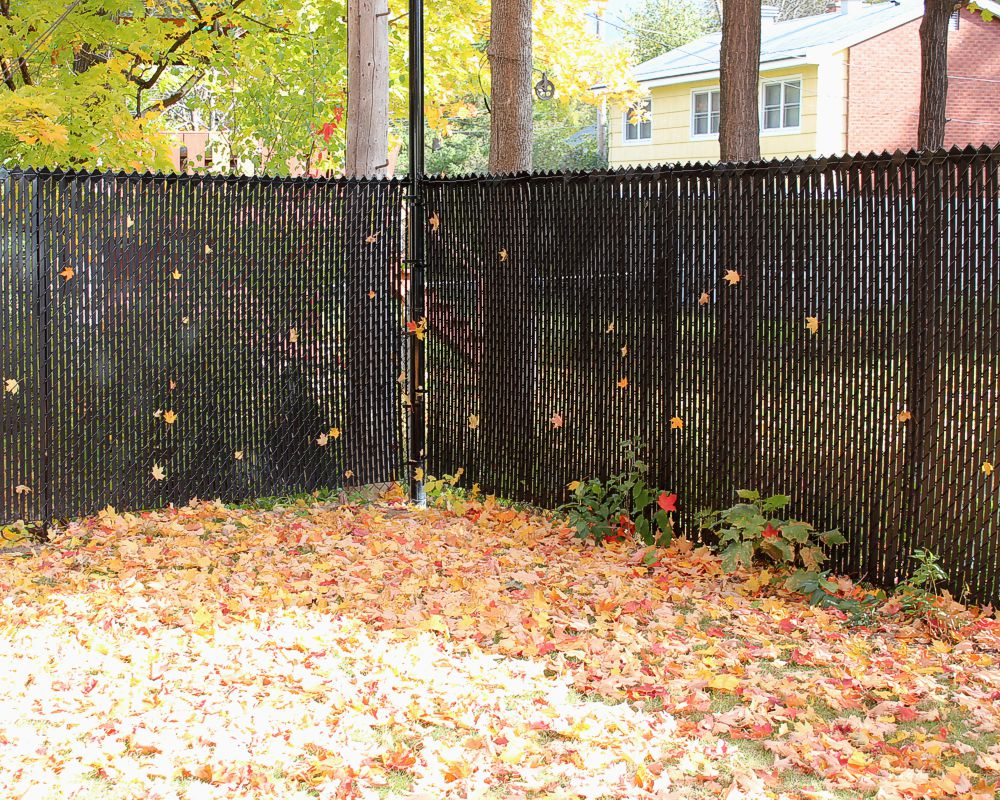 Image of: Chain Link Fence Slats Ideas
