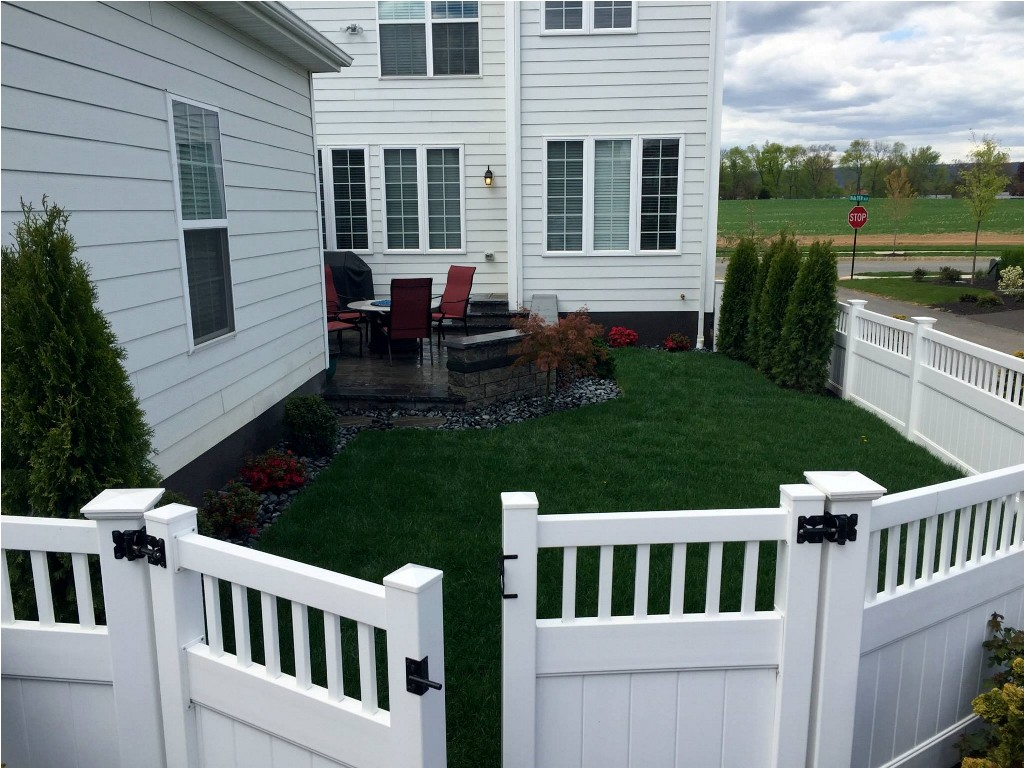 Image of: Corner Lot Fence Ideas for Dogs
