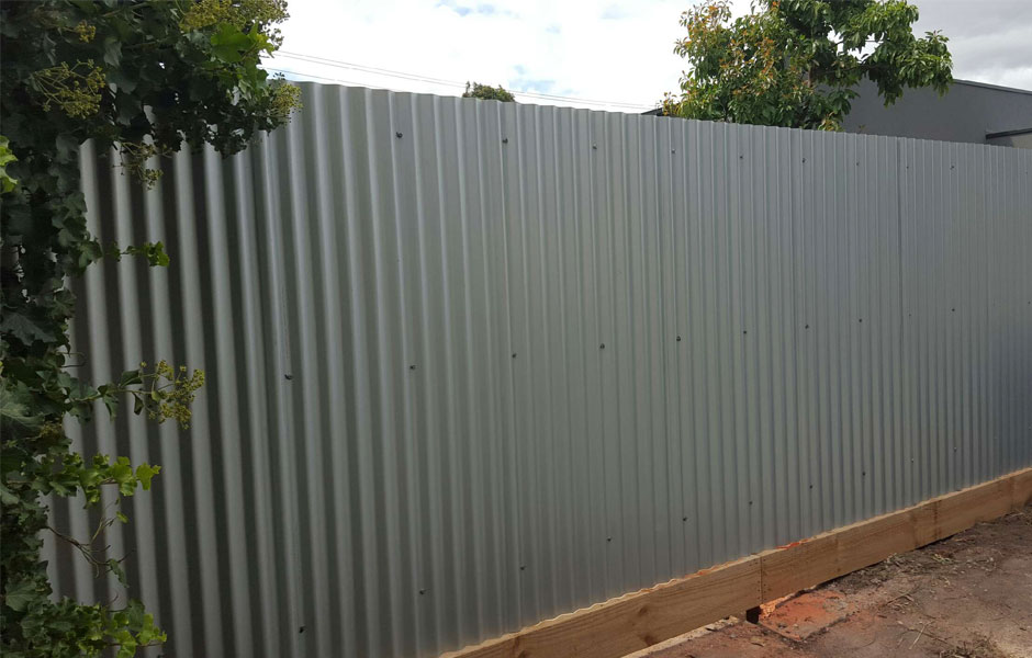 Image of: Corrugated Metal Fence Home
