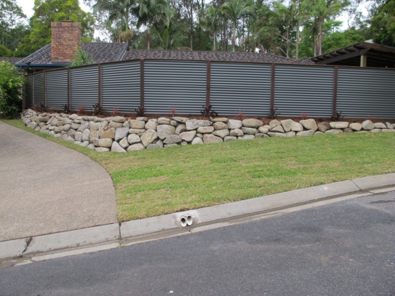 Image of: Corrugated Metal Fence House
