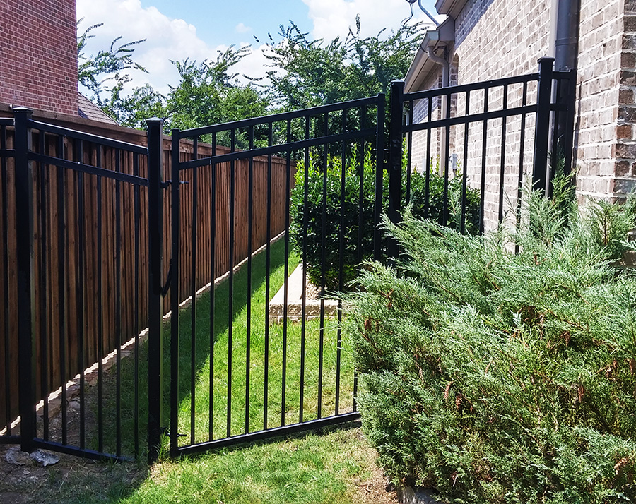 Image of: Denton Metal Fences