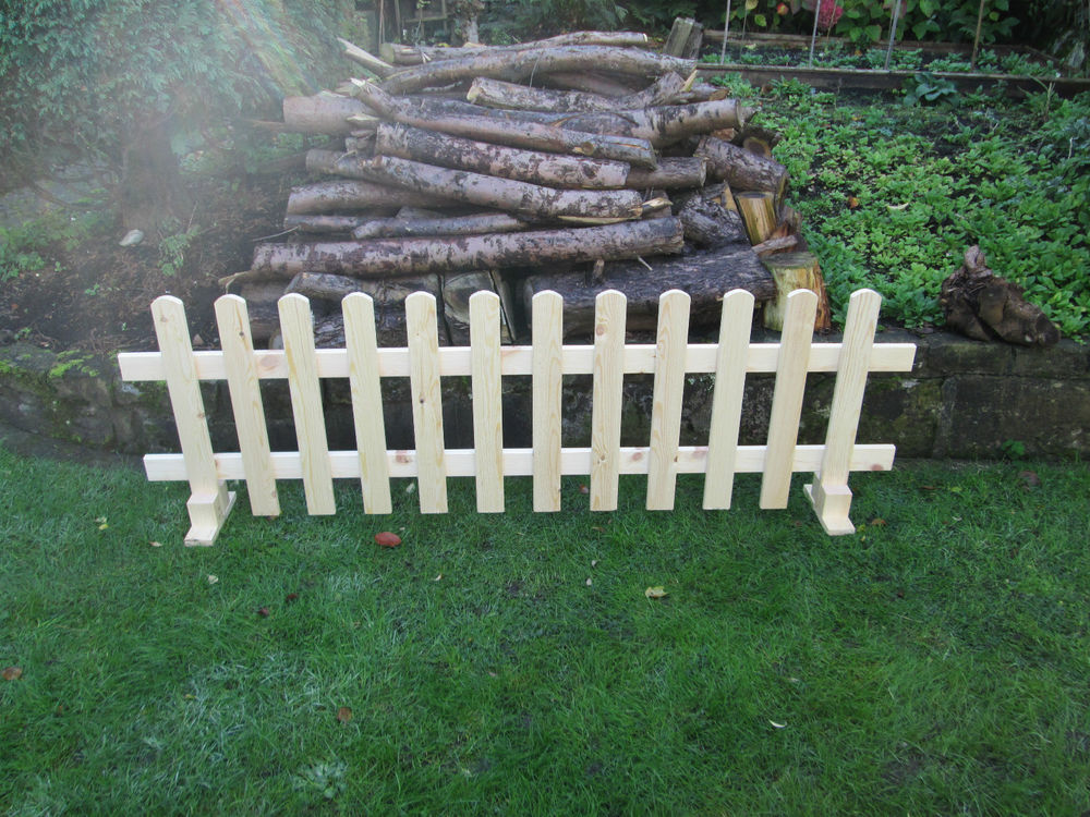 Image of: Design Free Standing Outdoor Fence