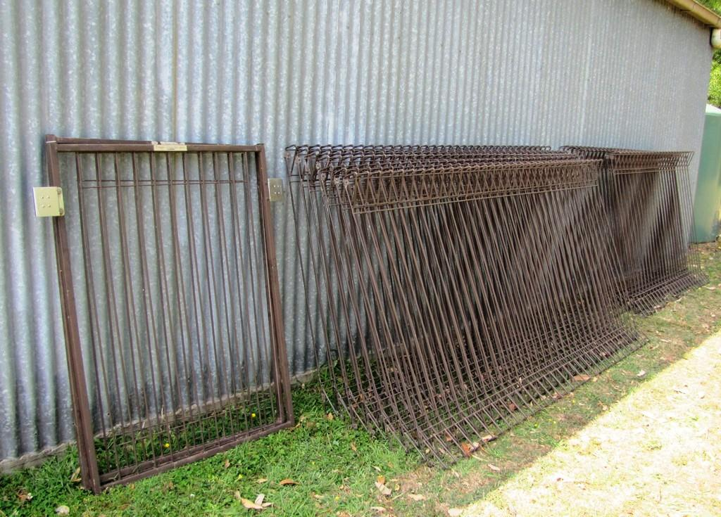 Image of: Dog Fence Panels Diy