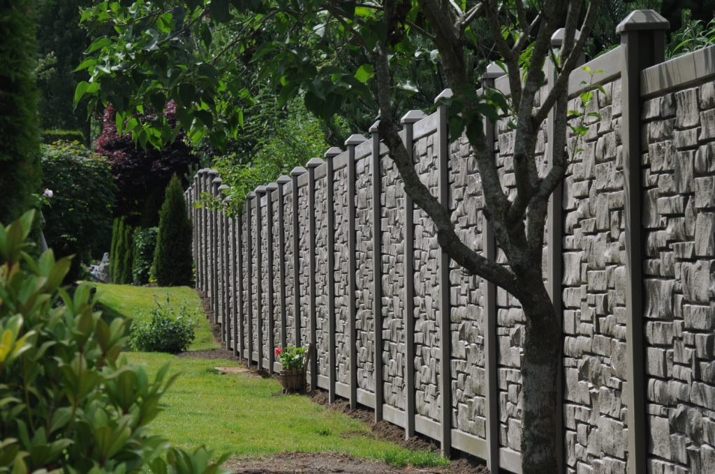 Image of: Ecostone Fence Pictures