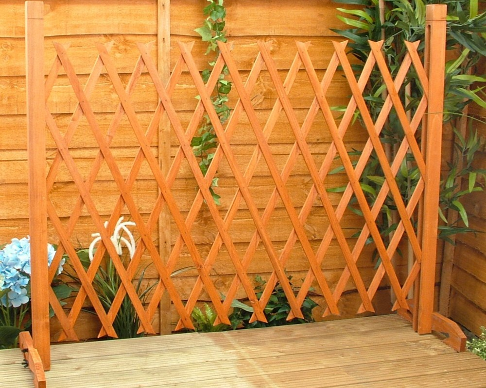 Image of: Free Standing Outdoor Fence Ideas