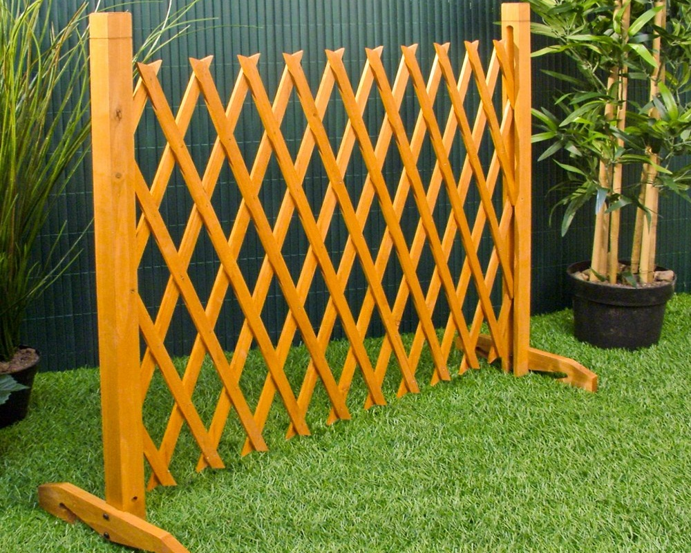 Image of: Free Standing Outdoor Fence