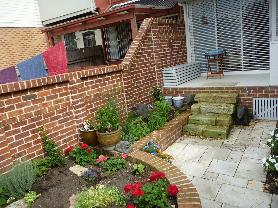 Image of: Front Yard Brick Fence