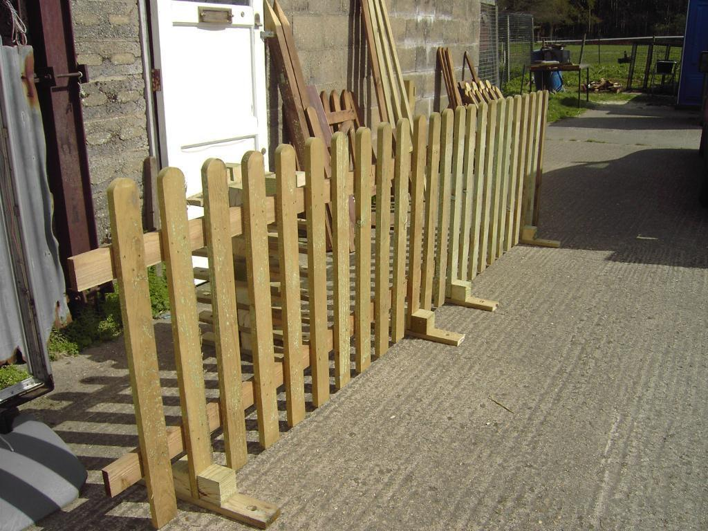 Image of: Good Free Standing Outdoor Fence