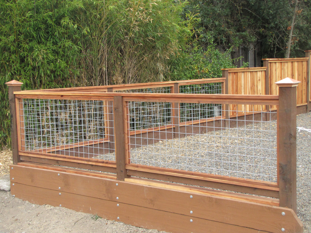 Image of: Hog Wire Fence Designs Outdoor Garden