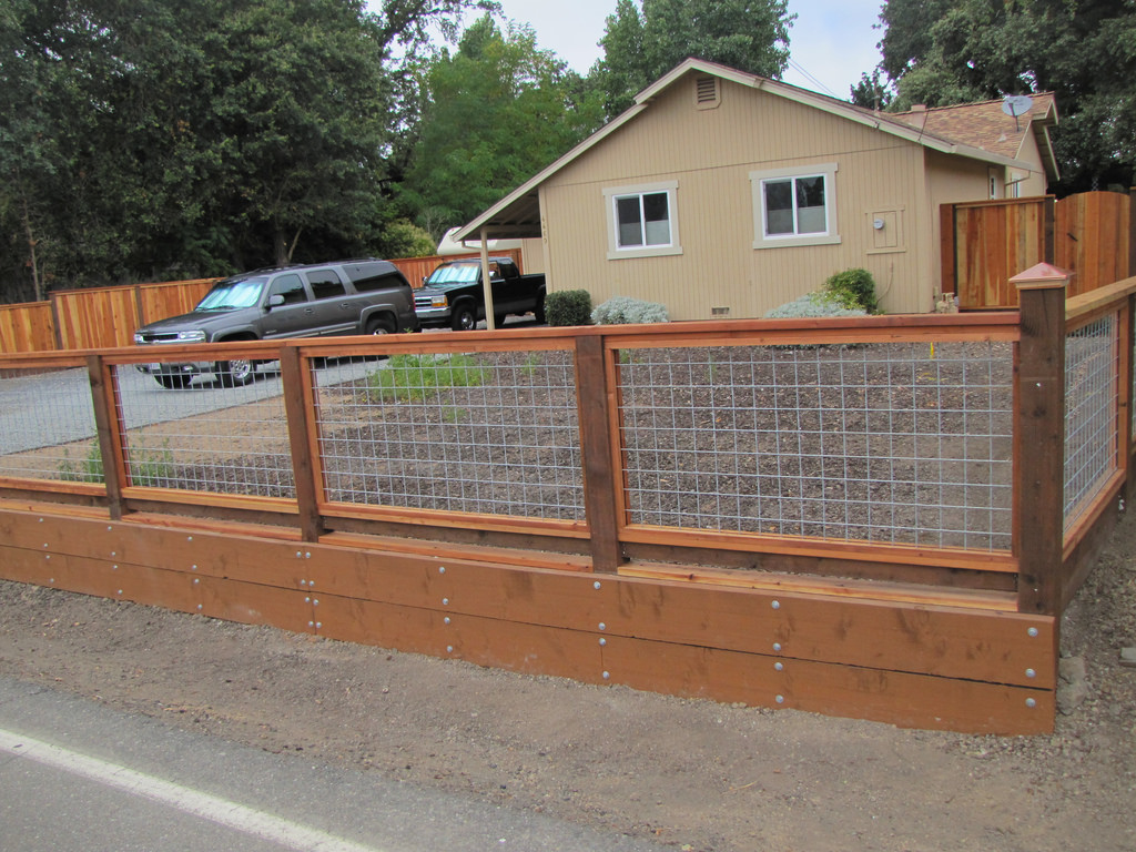 Image of: Hog Wire Fence How To
