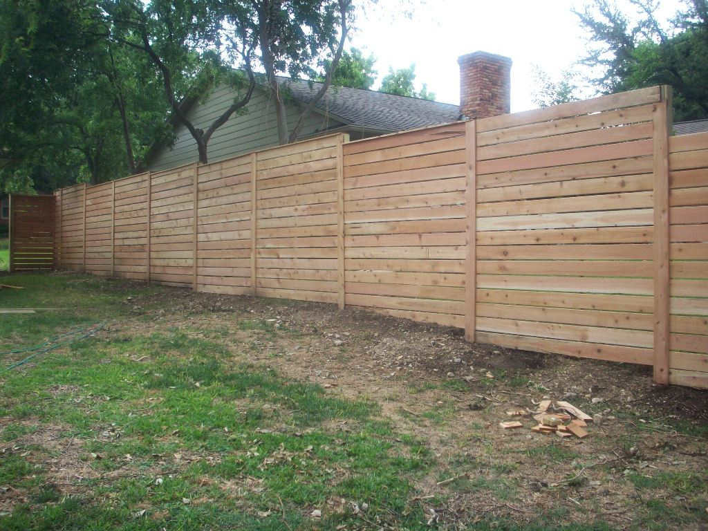 Image of: Horizontal Fence Plans Using Hog Wire