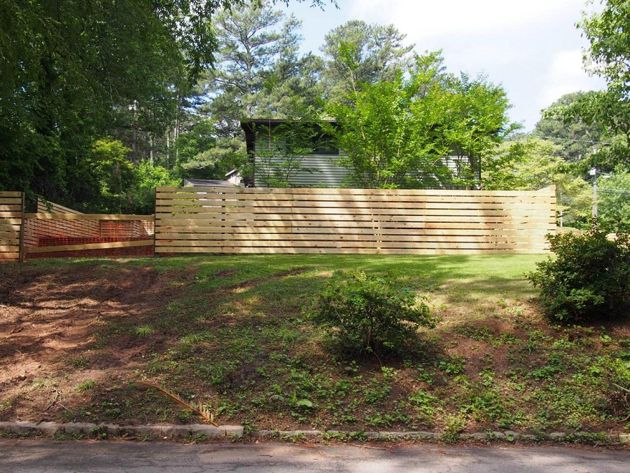 Image of: Horizontal Wood Fence Backyard
