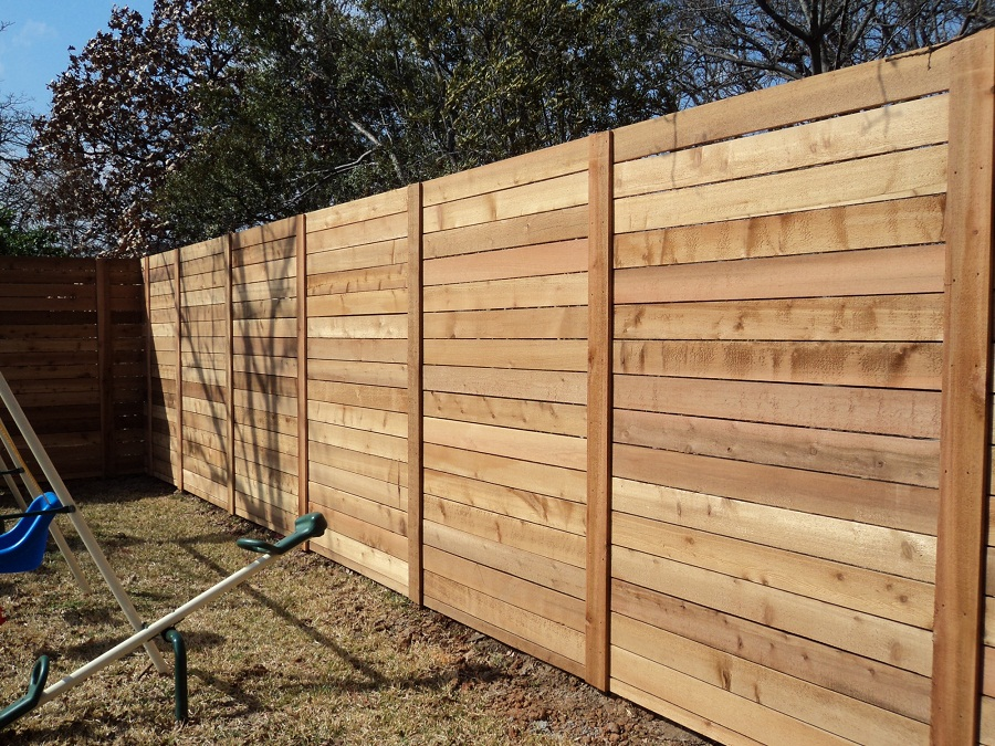 Image of: Horizontal Wood Fence Diy
