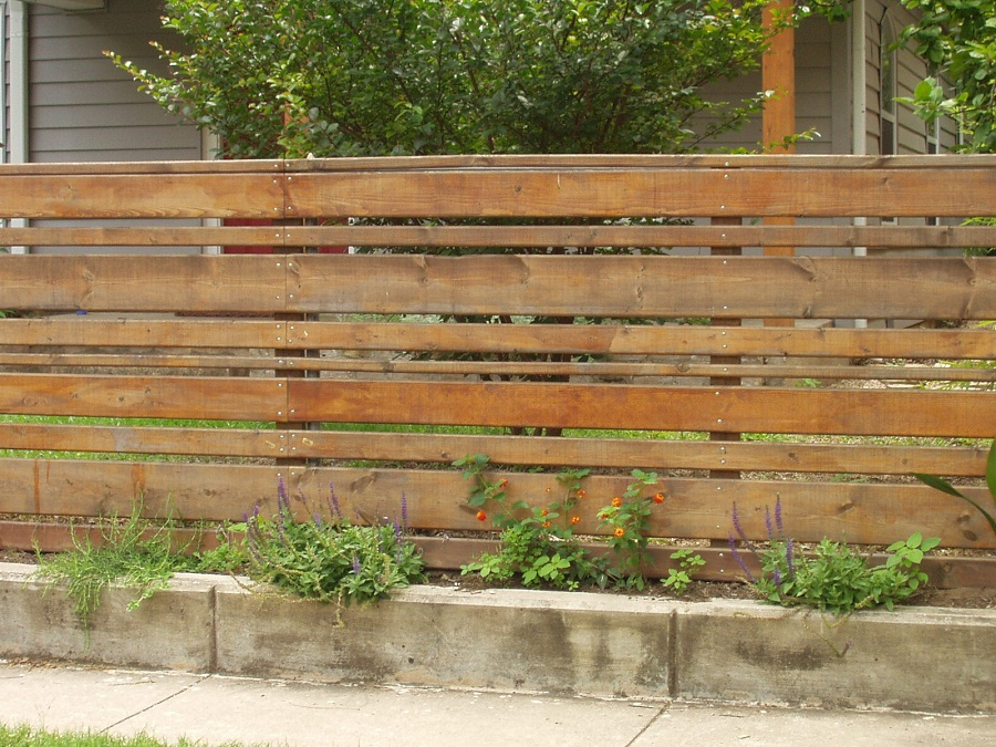 Image of: Horizontal Wood Fence Ideas