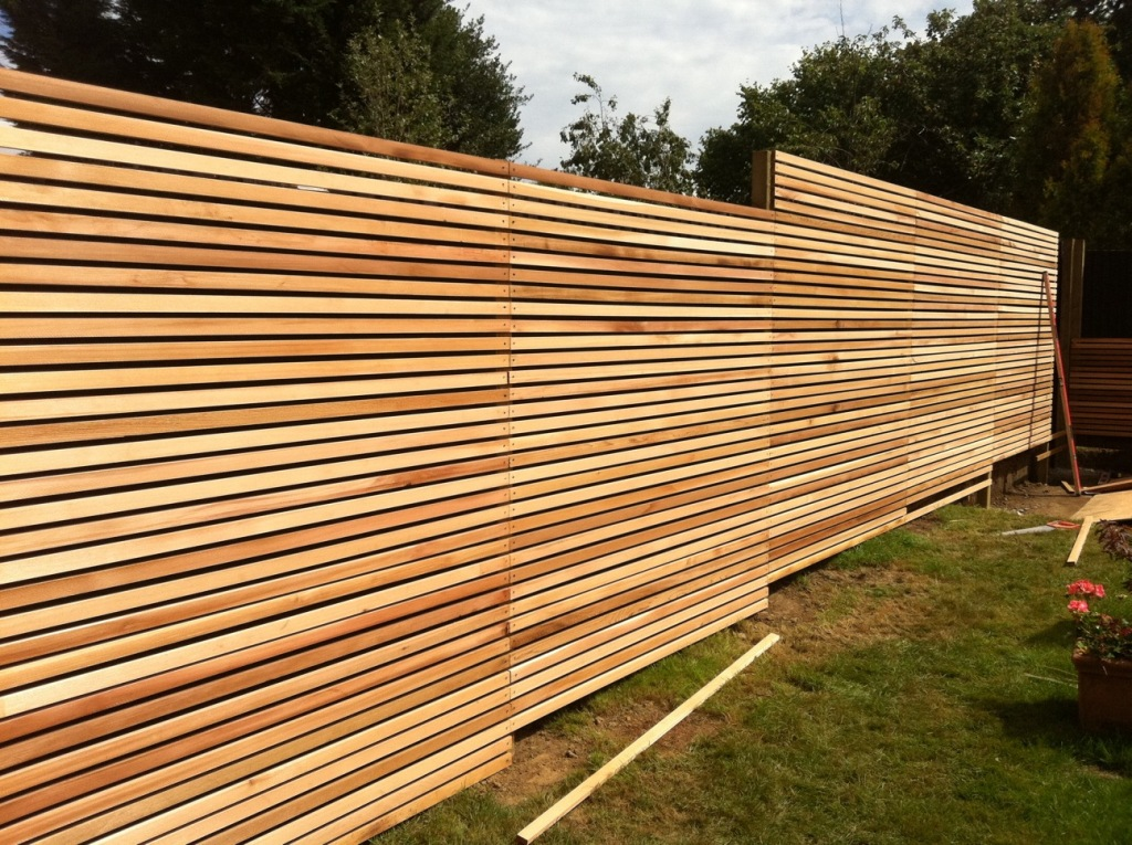 Image of: Horizontal Wood Fence Install
