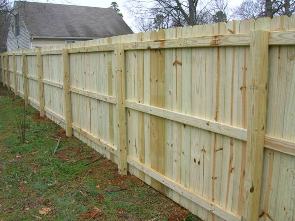 Image of: How to Build a Wood Fence Video
