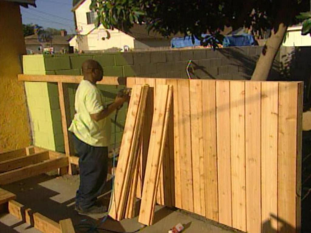Image of: How to Build a Wood Fence around a Pool