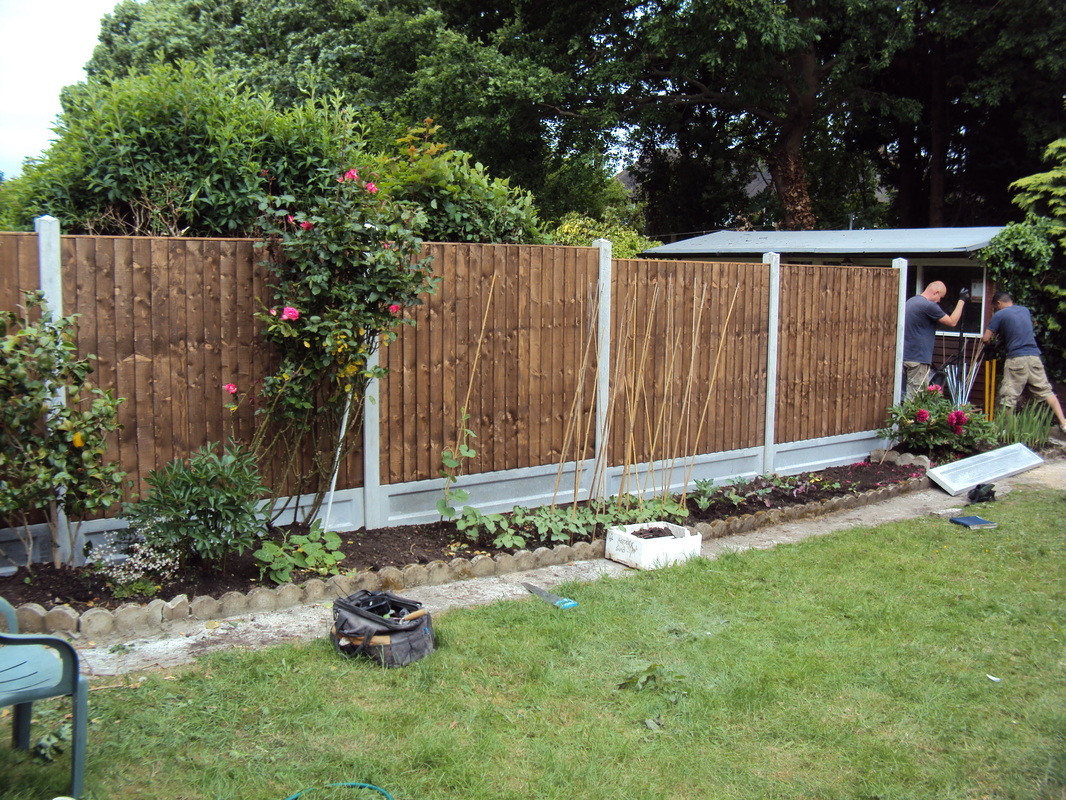 Image of: Installing Garden Fence Panels
