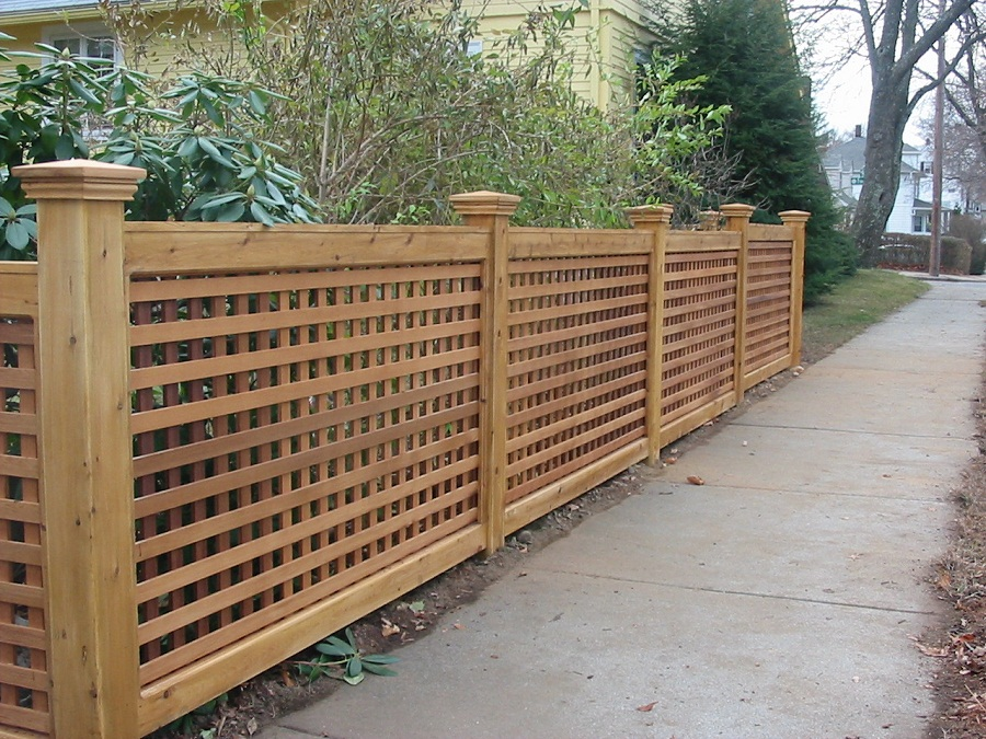 Image of: Lattice Fence Home