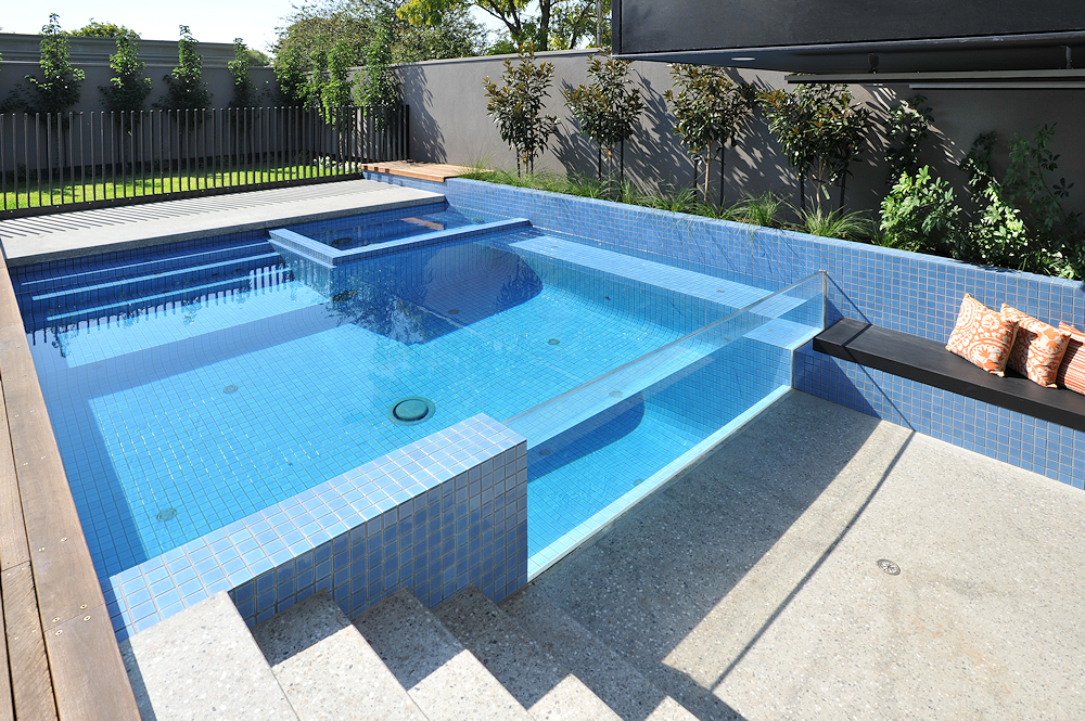 Image of: Modern Pool Fence