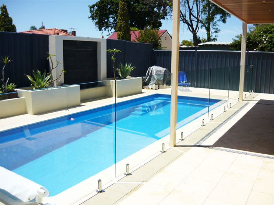 Image of: Modern Pool Fencing