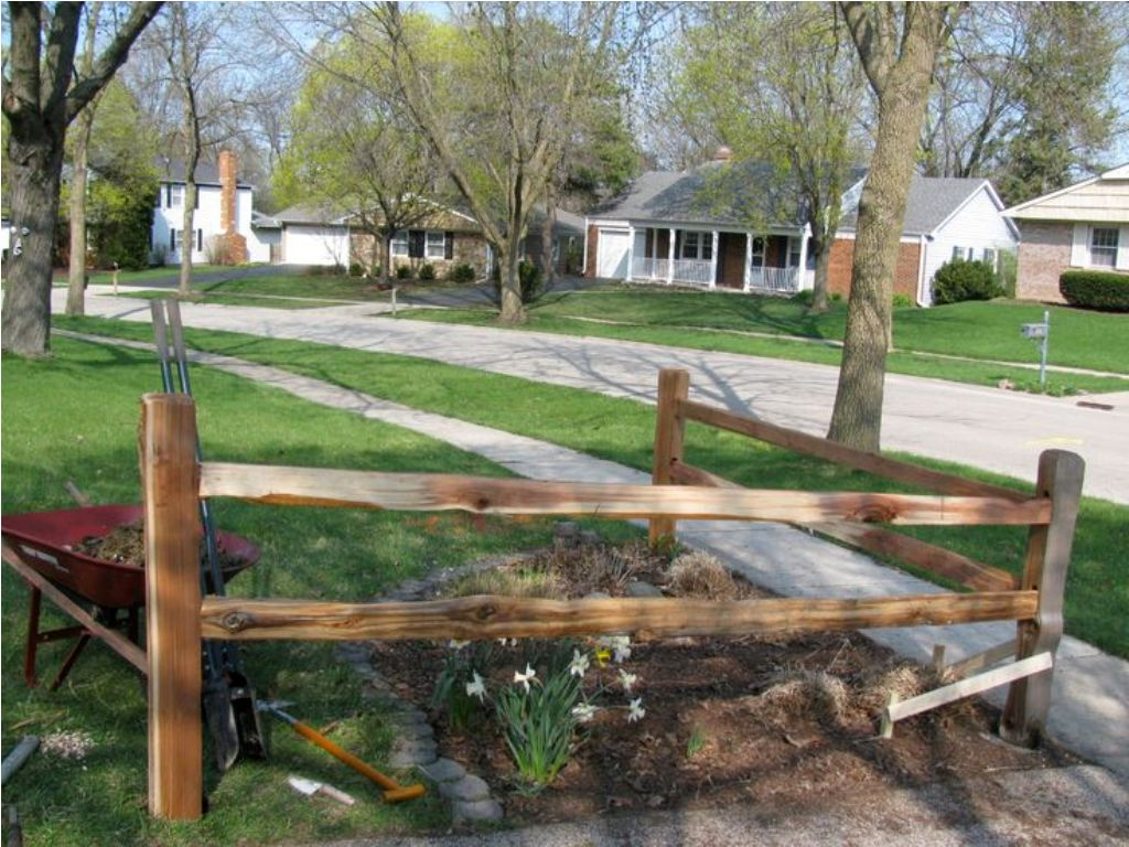Image of: Picket Corner Fence Landscaping