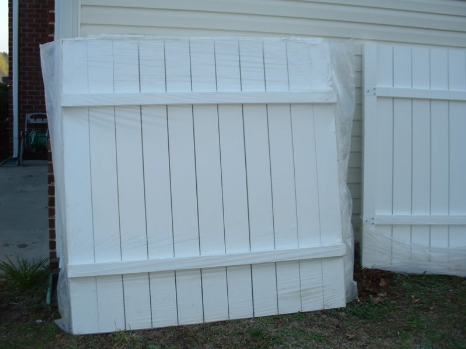 Image of: Plastic Fence Panels Install