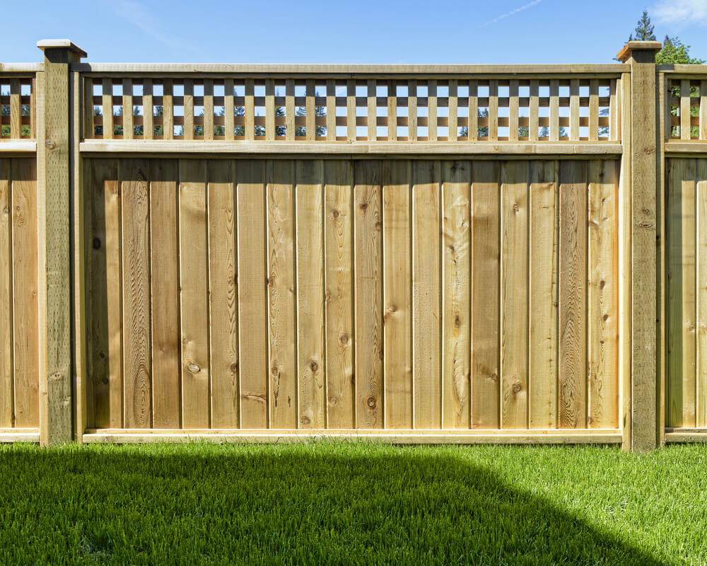 Image of: Solid Wood Privacy Fence Ideas