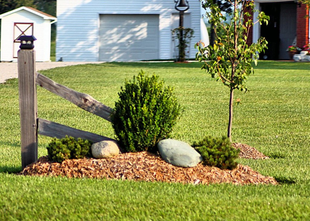 Image of: White Picket Corner Fence Landscaping Ideas