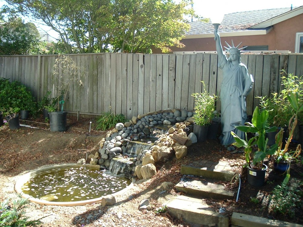 Image of: Amazing Backyard Fountain Ideas